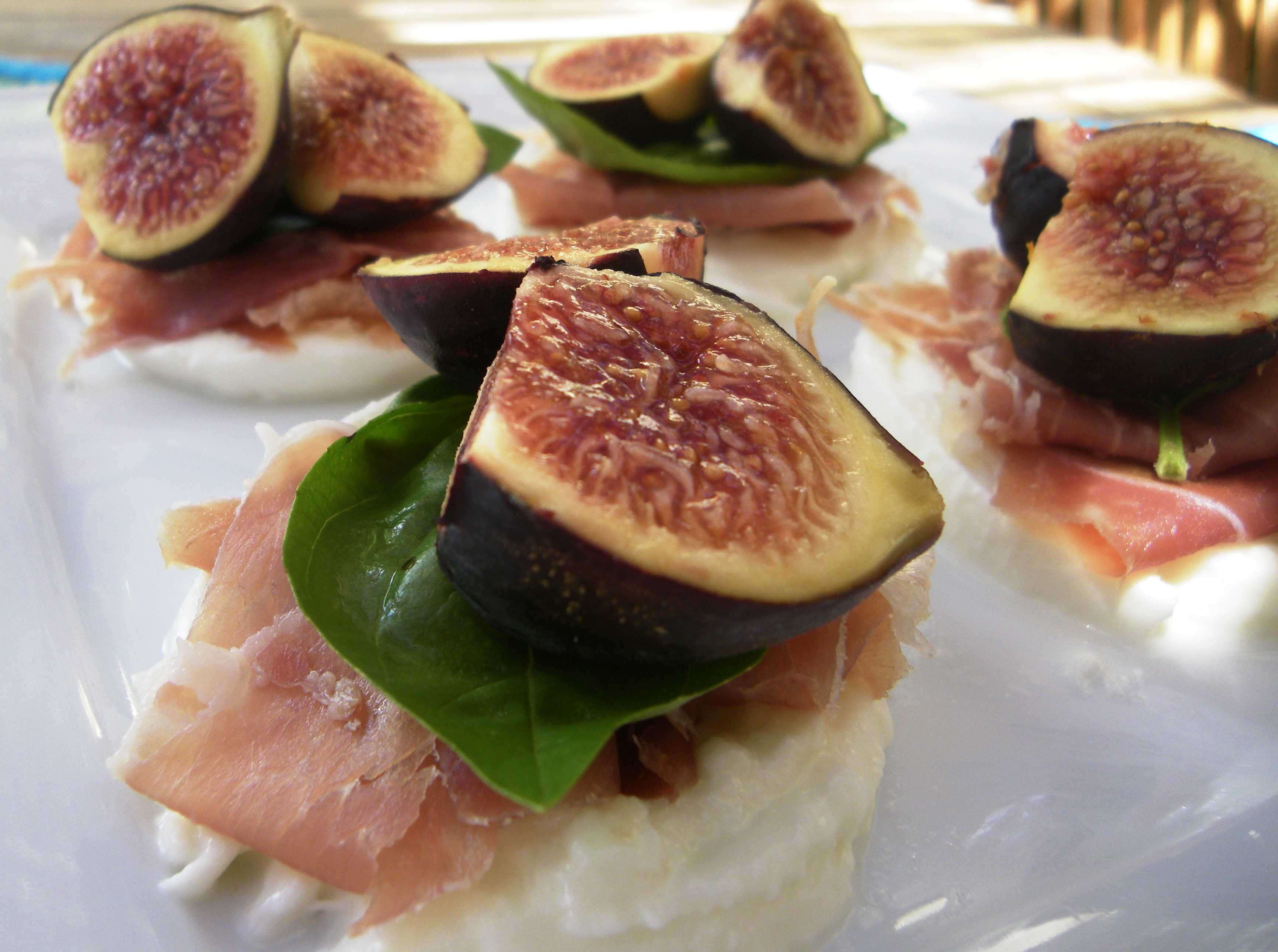 Mozzarella and figs antipasto